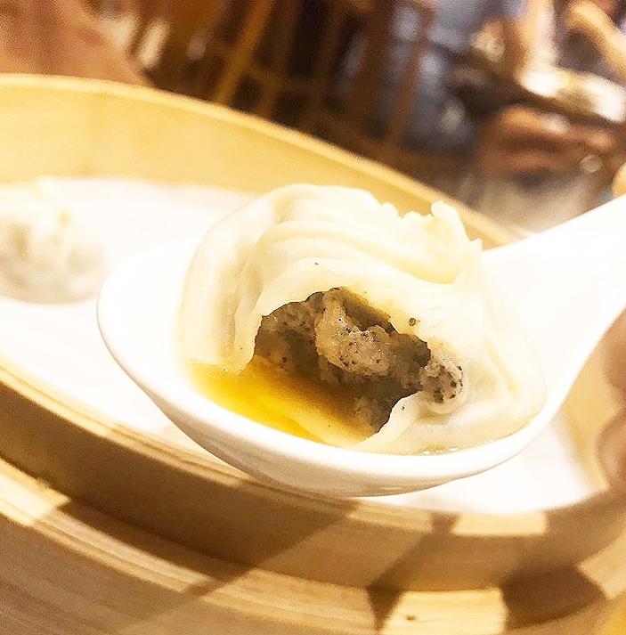 台北「鼎泰豊(ディンタイフォン)」で黒トリュフ小籠包を食べよう