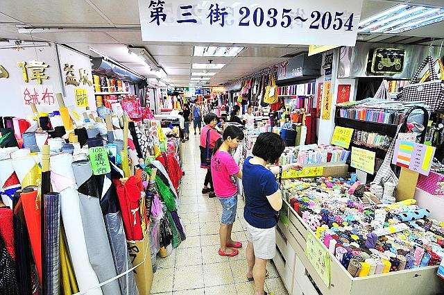 台北「迪化街」で生地を買う