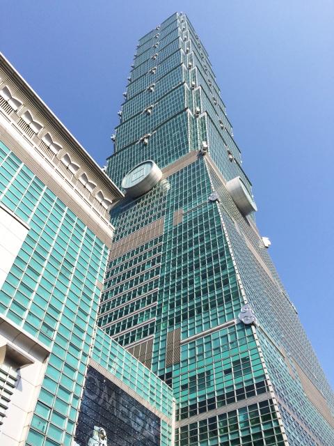 台北101の下からの写真です