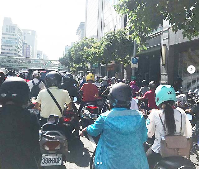台湾の交通事情(バイクの多さがすごい)