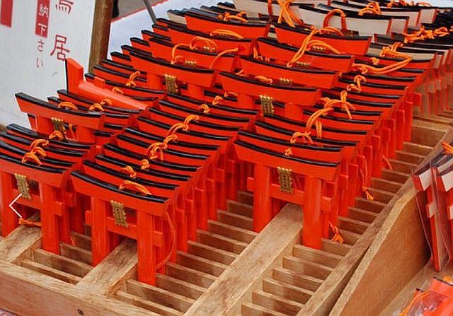 京都伏見稲荷の「願掛け鳥居」