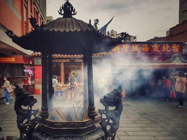 台湾最強の恋愛の神様「月下老人」が祭られている【霞海城隍廟】