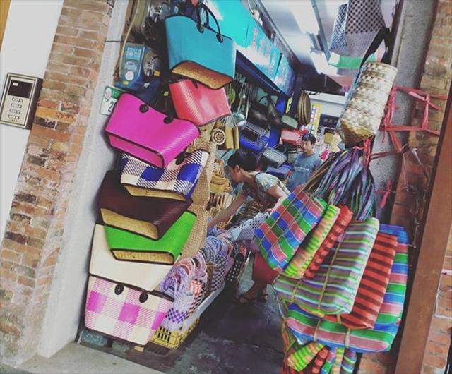 布系や乾物、雑貨などのお店が立ち並ぶ【迪化街(ディーホアジェ)】