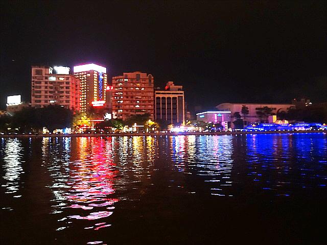 「愛の船」夜の景色1